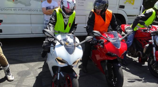 Mademoiselle Laura de Rennes en Ducati : essai moto