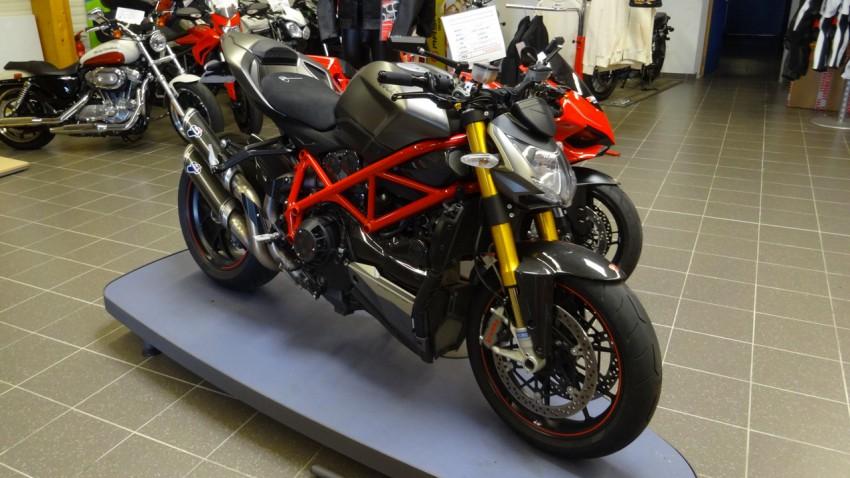 Ducati grise et rouge