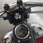 au guidon d'une Harley Davidson