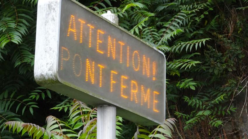 Attention, pont fermé