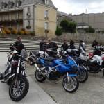 pause motard à l'hôtel de Ville de Dinan