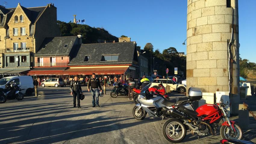 port de Cancale pour les motards Rennais