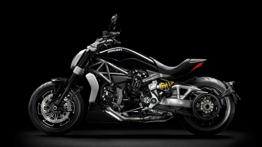 ducati xdiavel nouveau roadster m chant italien pour 2016. Black Bedroom Furniture Sets. Home Design Ideas