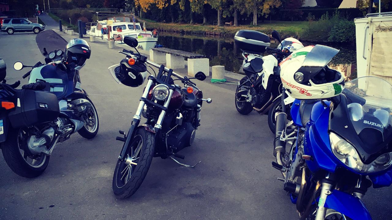 balade moto avec les copains en Harley Davidson