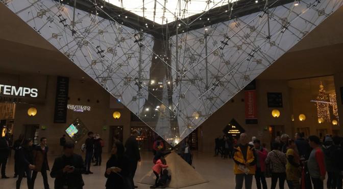 Pyramide de Paris au Louvre