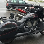 moto noire Victory Cross Country