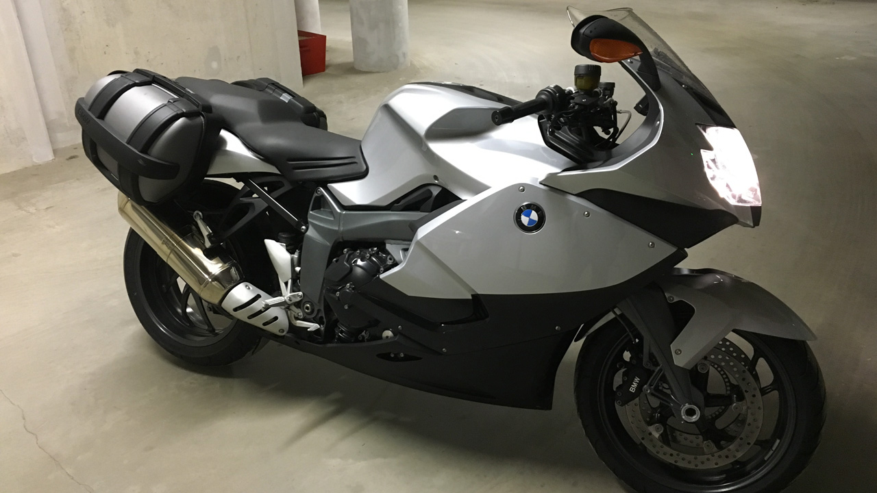 moto BMW K 1300 S Grise et noire