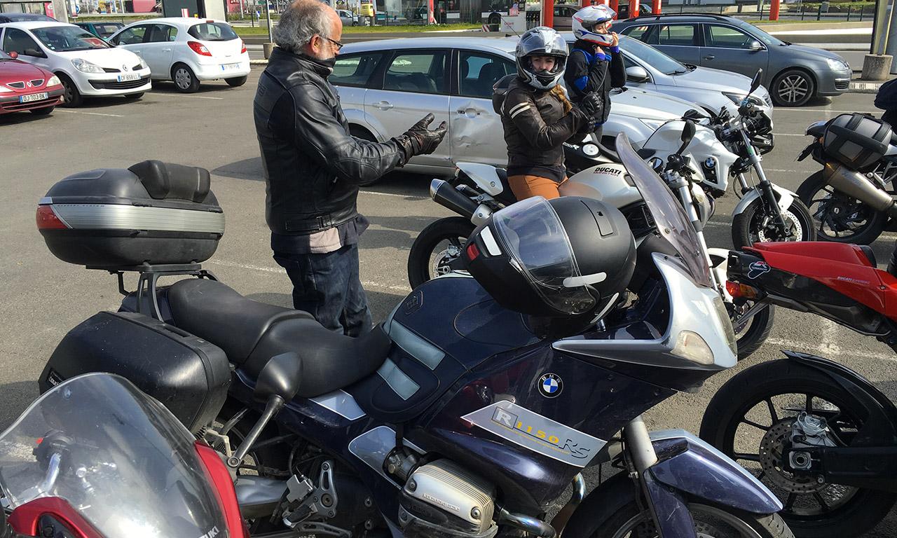 Jef et sa moto BMW R1150RS bleue et grise