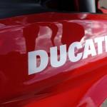 Ducati rouge