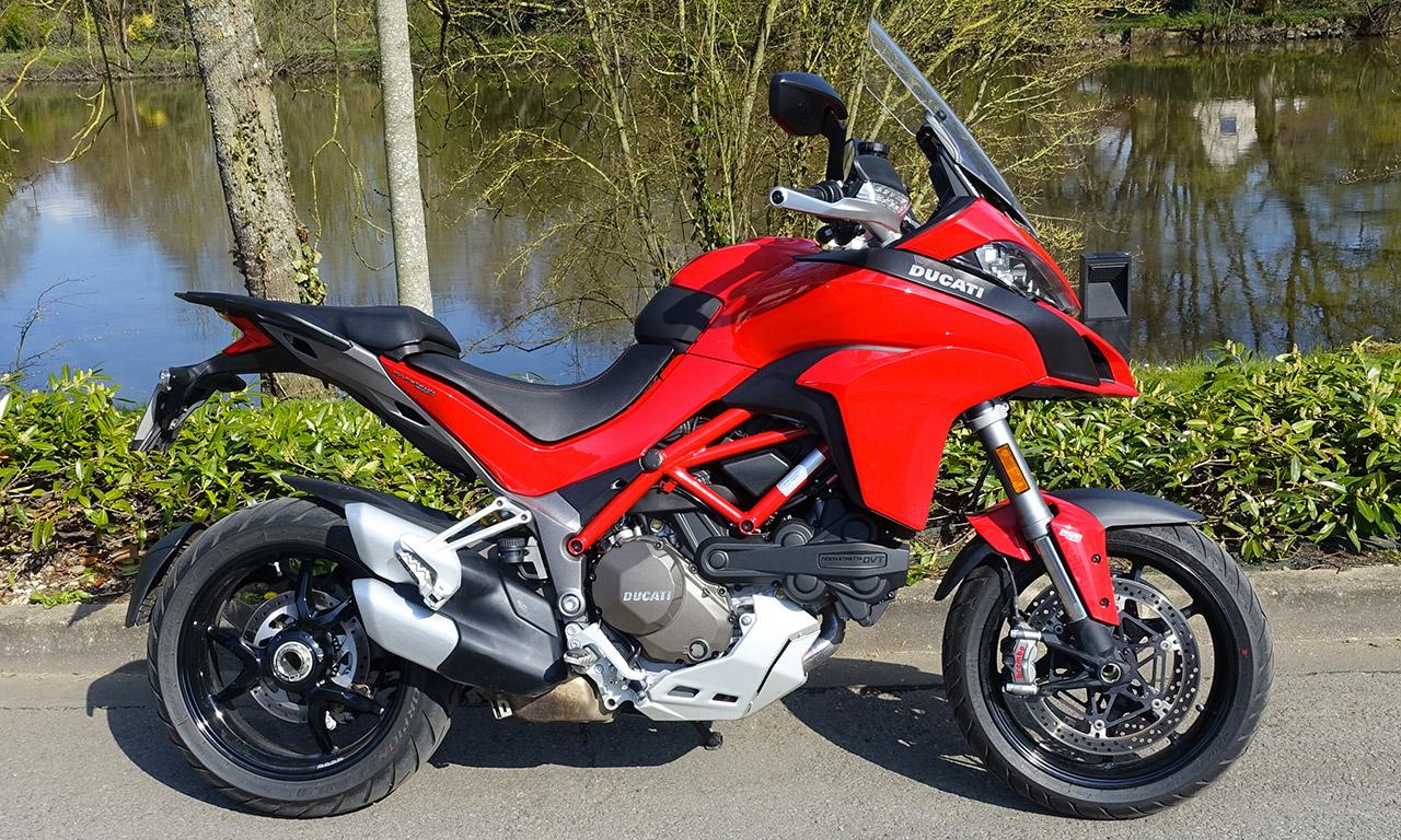 moto Ducati Multistrada 1200 S rouge
