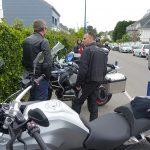départ du Cap Coz à moto pendant une randonnée motarde