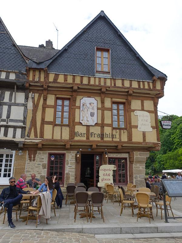 café et terrasse à Saint Goustan
