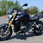 moto BMW noire
