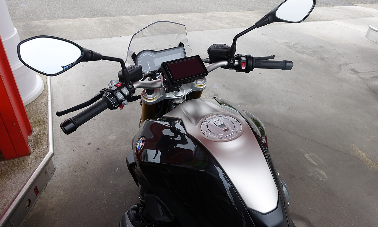 R1200R avec son GPS moto