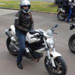 Amélie, motarde Rennaise, en Ducati Monster 696