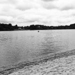 Arnaud au bord du lac du camping des Glomel