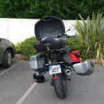 moto BMW avec topcase et valise