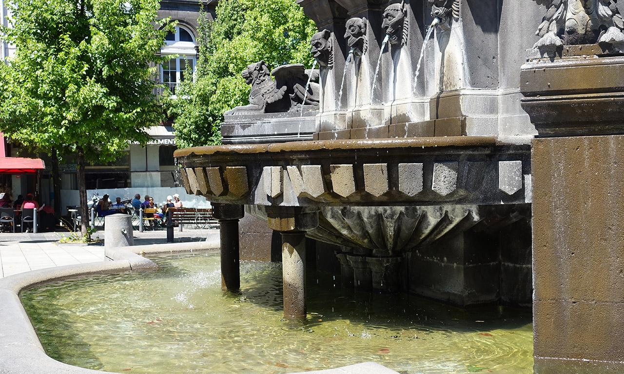 fontaine urbain 2 à la cathédrale de Clermont Ferrand