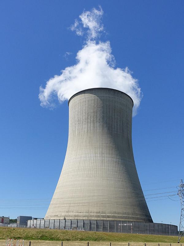 Hauteur des chéminées de la Centrale Nucléaire de Civaux