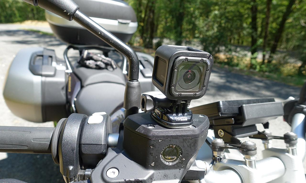 Caméra GoPro sur moto BMW