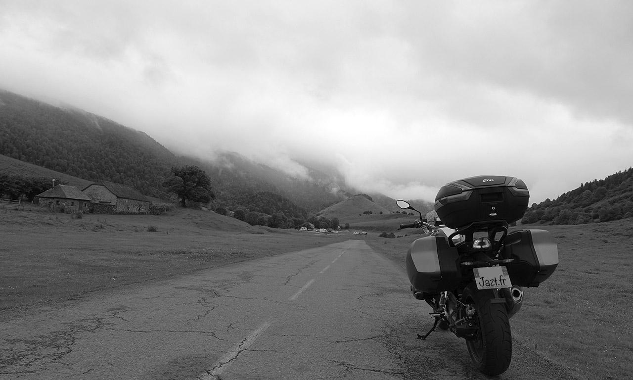 nuage et éclaircie à la montagne
