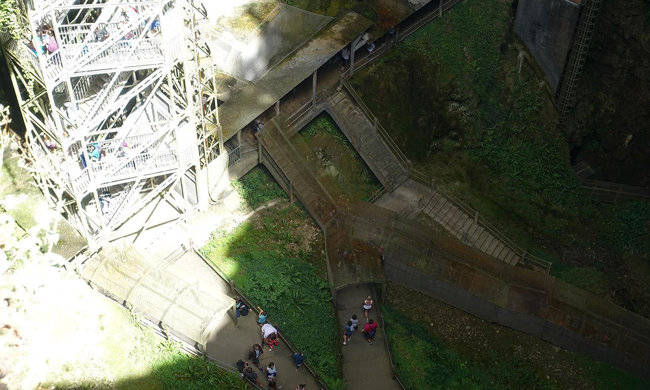 vue du haut du gouffre de Padirac