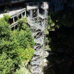 580 marches pour descendre dans le gouffre de Padirac