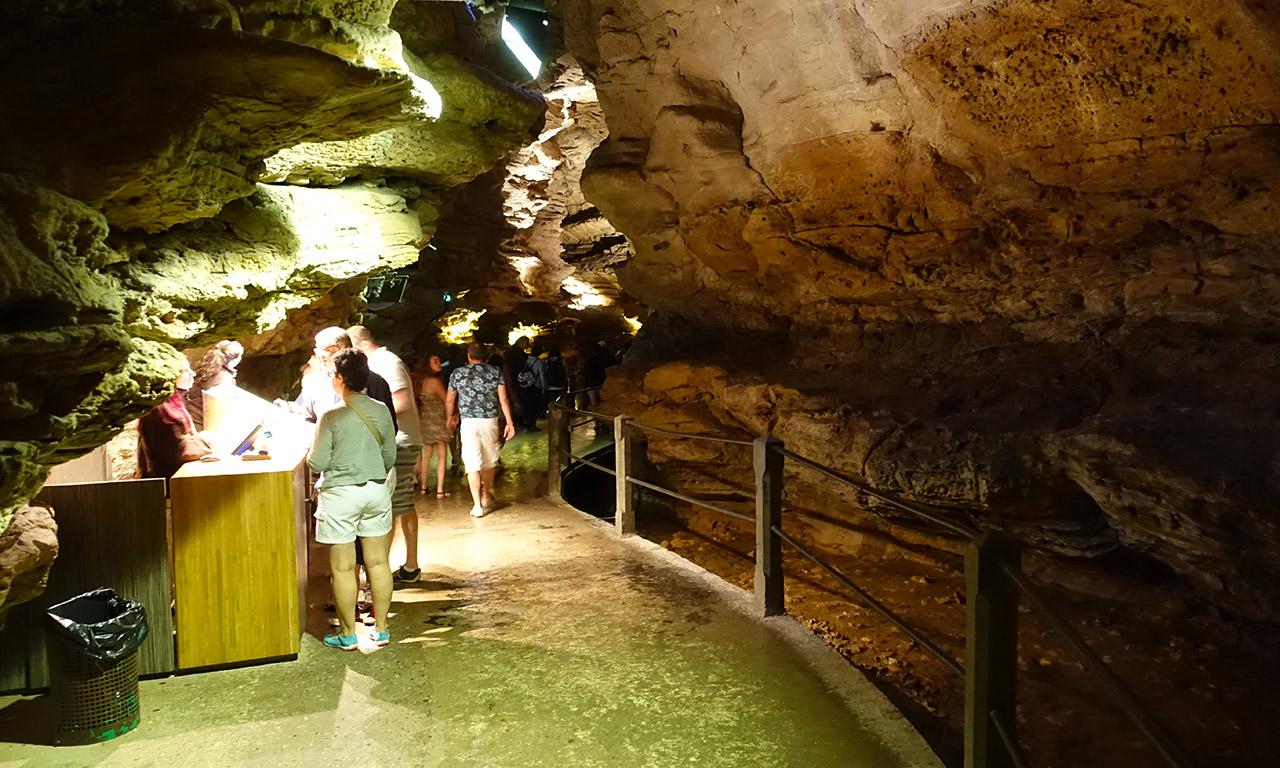 galerie souterraine dans le gouffre de Padirac