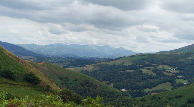 vue sur la vallée du haut des montagnes du Pyrénées