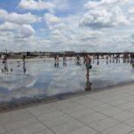 les enfants s'amusent dans l'eau à bordeaux