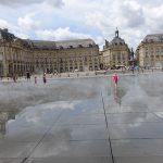 reflet dans l'eau sur la place de la Bourse de Bordeaux