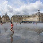 reflet d'eau sur la place de la Bourse à Bordeaux