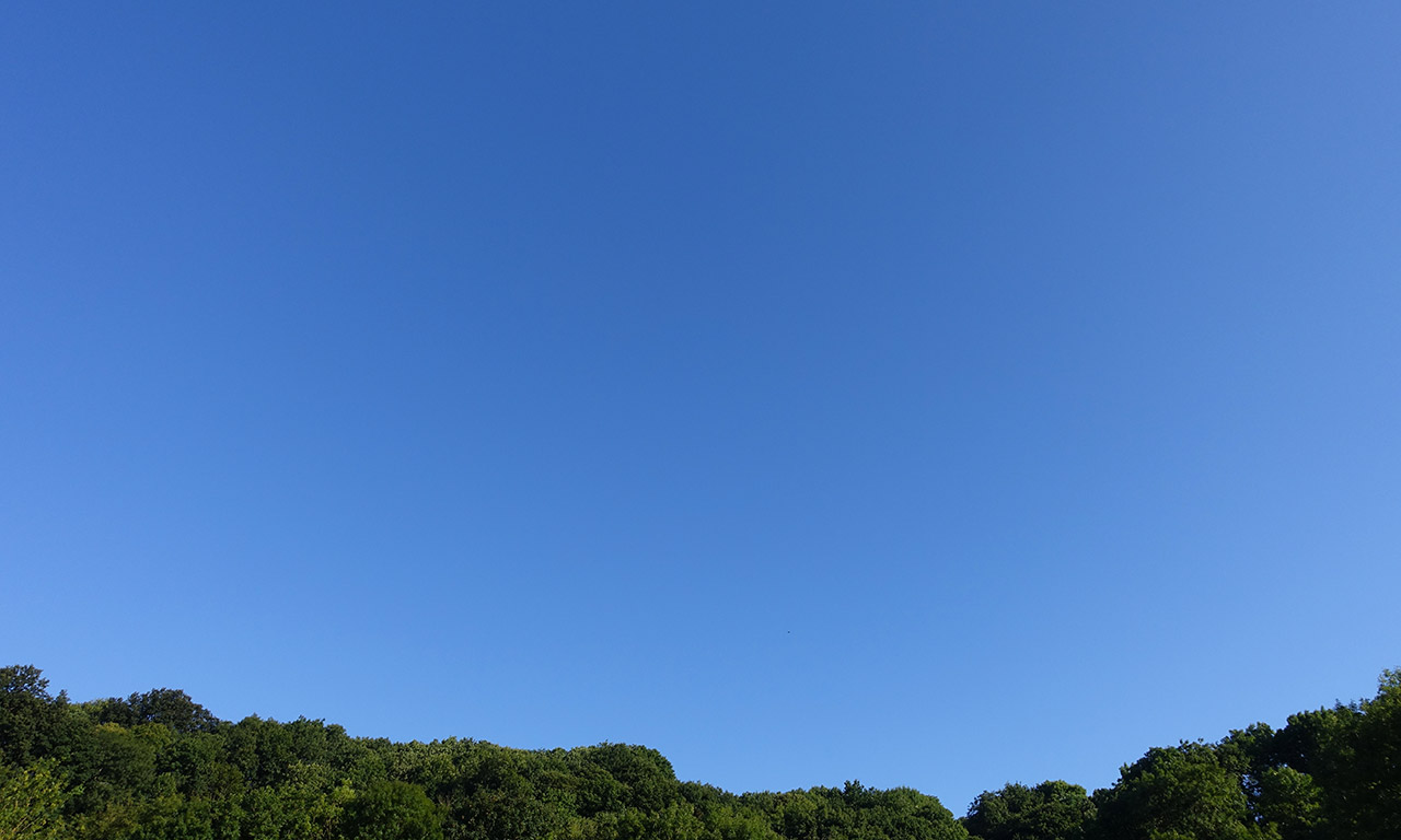 ciel bleu le 15 août à Dinan