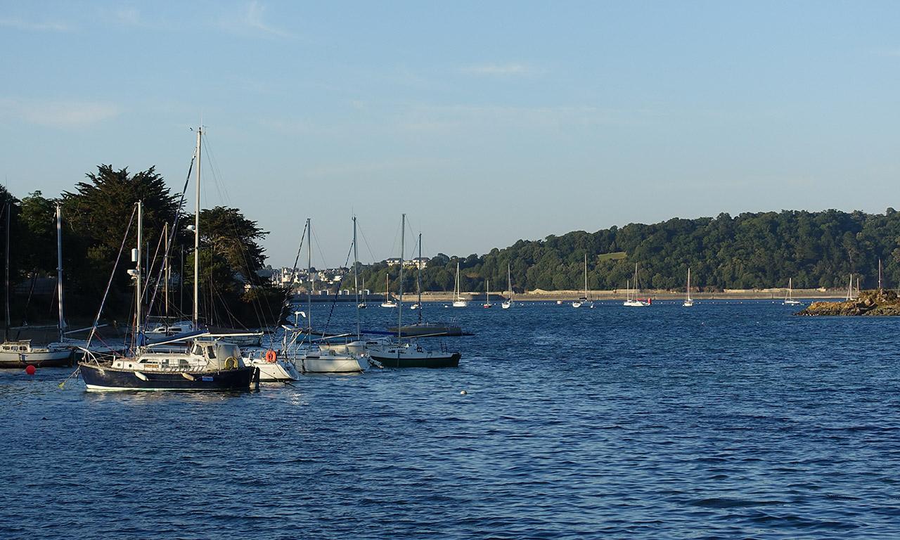 vue vers Saint-Malo depuis port de la grande voile à la Richardais
