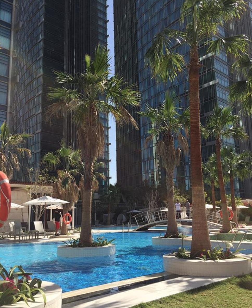 vue sur la piscine de l'Hôtel 5 étoiles Shangri-La à Doha
