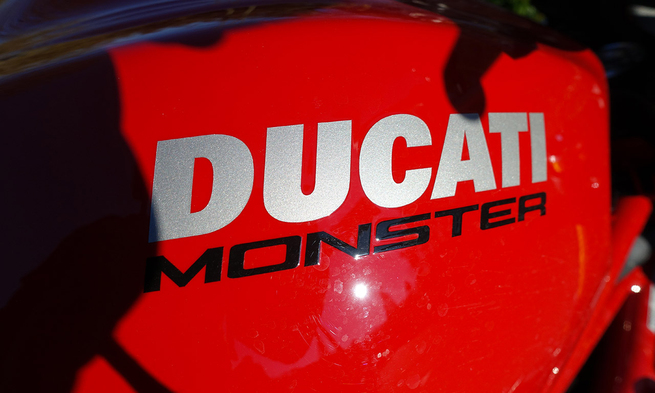 logo ducati Monster