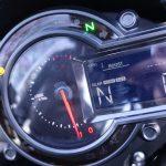 tableau de bord du Kawasaki H2 en marche