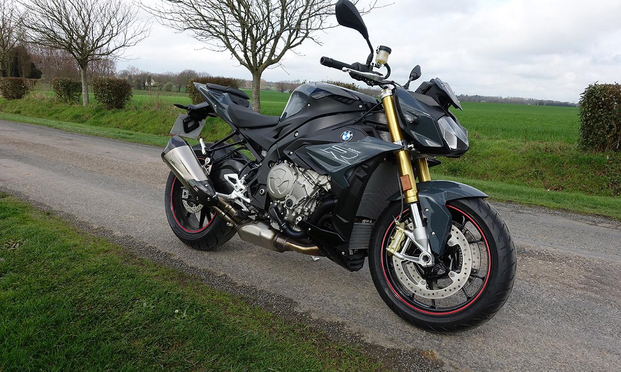 moto sportive roadster S1000R