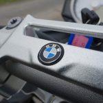 logo BMW sur le guidon du S1000R