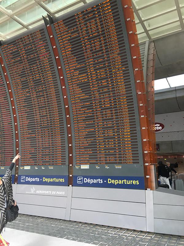 liste des départs à l'aéroport de Paris