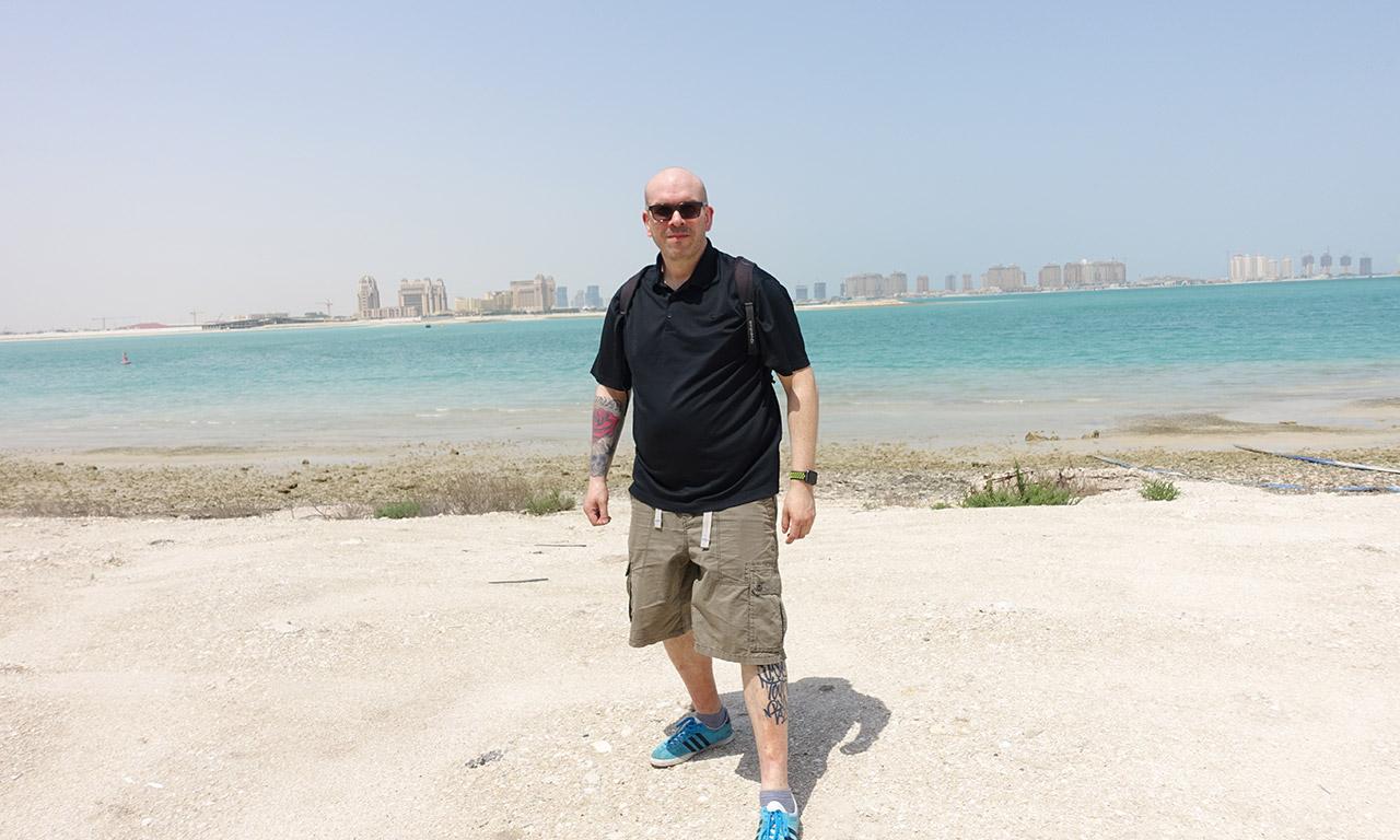 David Jazt en bord de mer à Doha