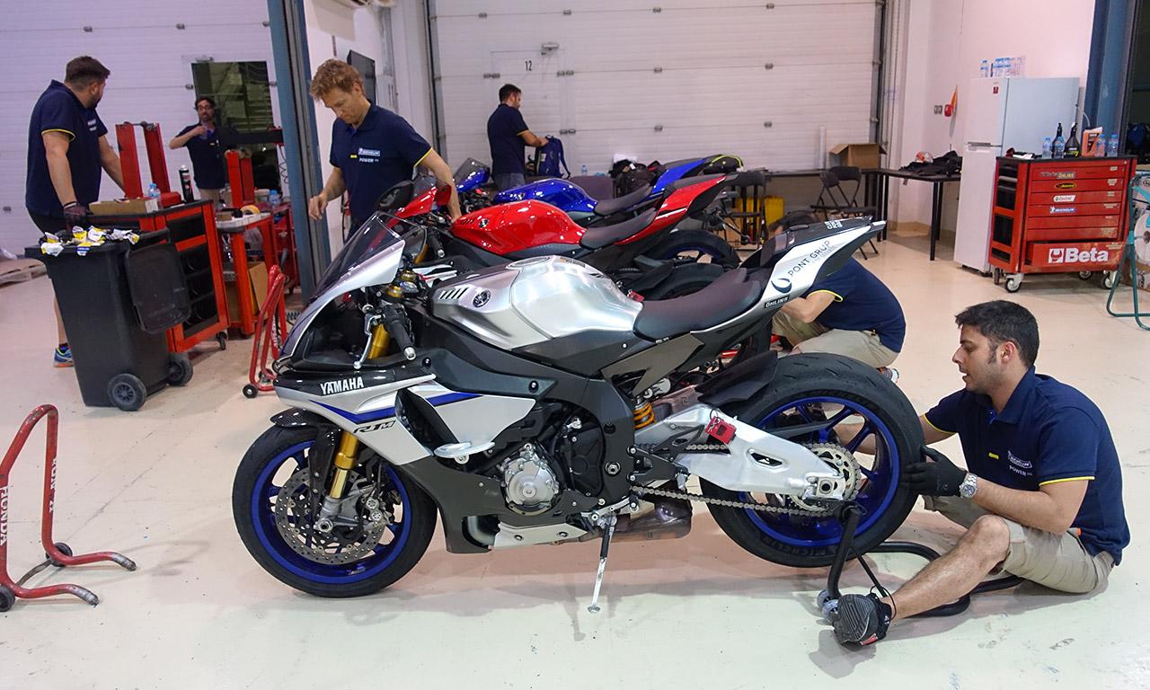 préparation pneu moto Michelin sur Yamaha R1M
