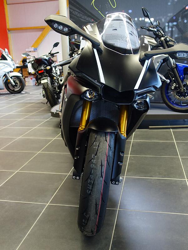 Yamaha R1 noir 2017 vue avant