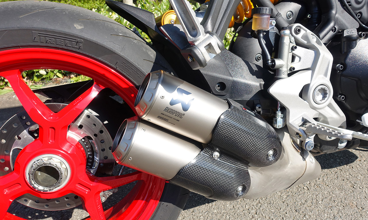 Echappement Akra sur le SuperSport S
