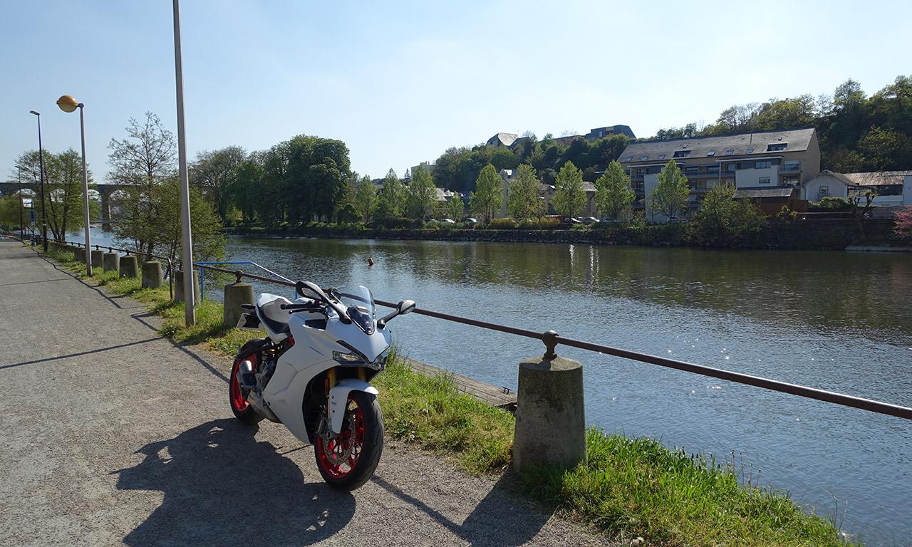belle moto cette Ducati