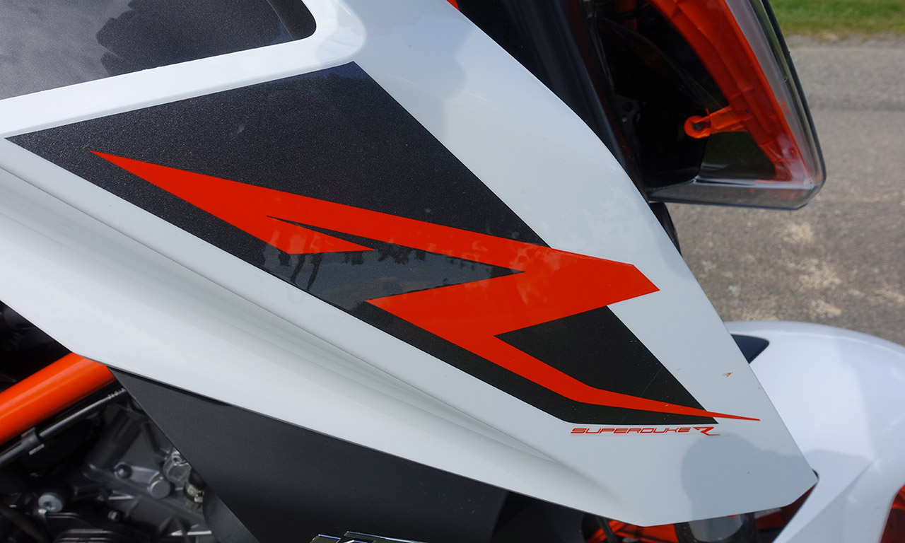 logo R Super Duke