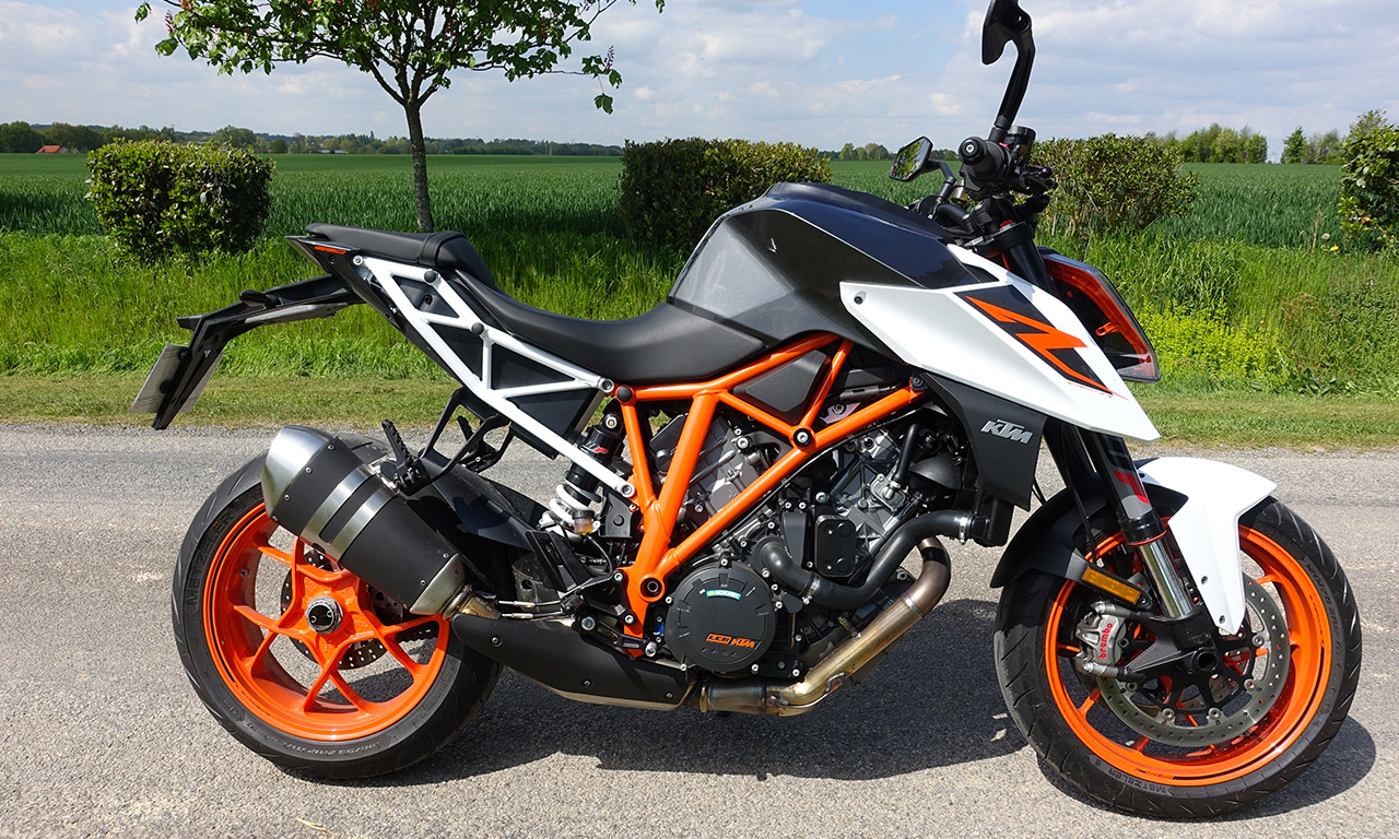 essai moto ktm super duke 1290 r le roadster king size autrichien. Black Bedroom Furniture Sets. Home Design Ideas