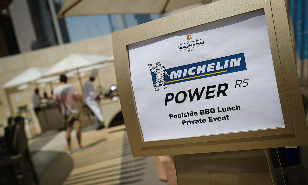 bbq prive Michelin Power RS au Shangri-La Doha sur la terrasse près de la piscine