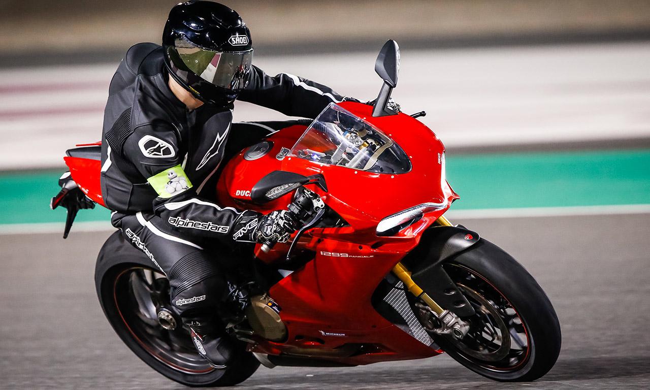 Panigale de David Jazt sur le circuit de course Losail au Qatar