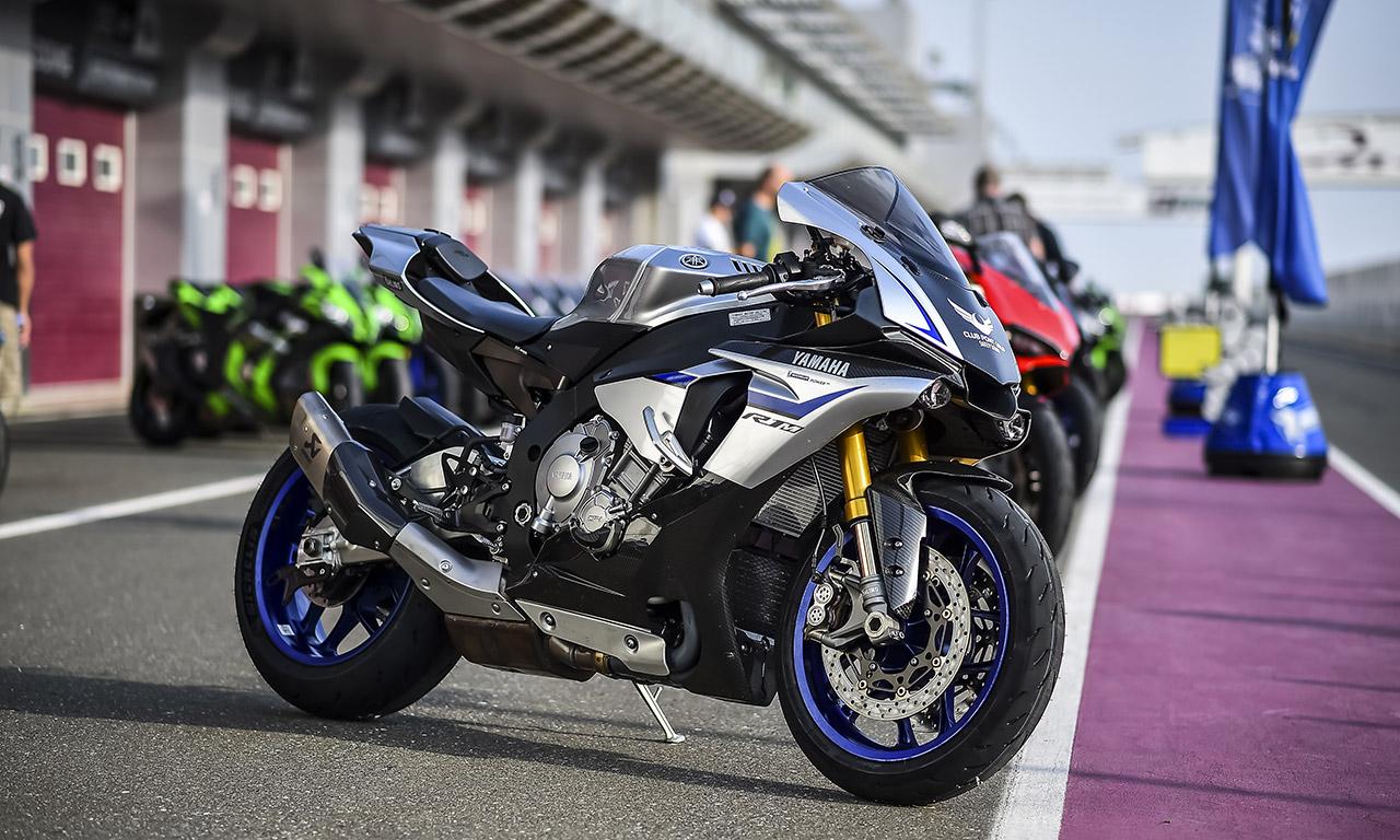 Yamaha R1M avec ligne Akrapovic